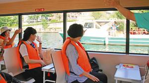 帰りは運河などをゆったりとクルーズ=いずれも富山市で