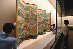後期展の展示準備が進む「長篠・長久手合戦図屏風」=静岡市駿河区の県立美術館で