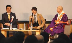 滋賀の魅力について語る西川さん(中央)=7日、大津市の比叡山延暦寺で