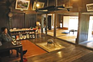ゆったりとくつろげる美山民俗資料館=いずれも京都府南丹市美山町で