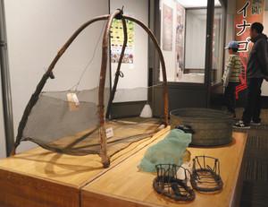 ザザムシ漁で使われた網=伊那市創造館で