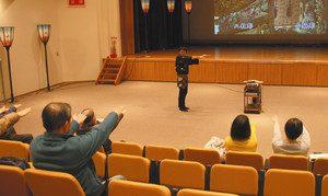 越中八尾観光会館(曳山展示館)で開かれていた風の盆ステージ