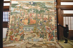 狩野元信が描いたとされる妙覚寺の「大涅槃図」=京都市上京区で