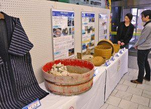 「輪島の海女漁の技術」をテーマにした展示=輪島市役所で