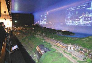 クイズを交えて敦賀市内の観光地を紹介する映像=敦賀市金ケ崎町で