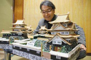木戸さんが保管している吉田城鉄櫓の模型=豊橋市春日町で