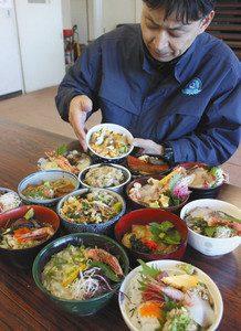 彩り豊かな海の幸などを集めた「丼合戦」の限定丼。各店のこだわりが表れる=いずれも静岡県熱海市の初島で