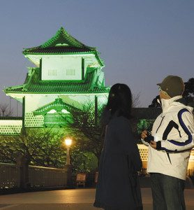 緑色にライトアップされた金沢城公園の石川門=金沢城公園で