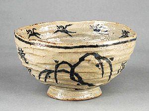 井伊直弼が作った楽焼茶わん=彦根市の彦根城博物館で