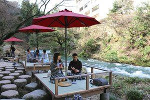 鶴仙渓の自然美を堪能できる「川床」=加賀市山中温泉河鹿町で