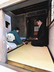「待庵」の原寸大複製の茶室=下諏訪町のハーモ美術館