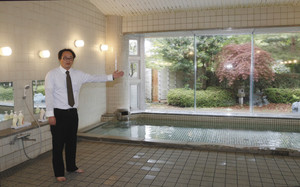 5月から「公衆浴場」として運営を再開したのとふれあい文化センターの浴場=穴水町内浦で