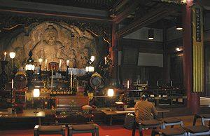 大岩に彫られた大岩山日石寺の高さ3メートル余の不動明王像