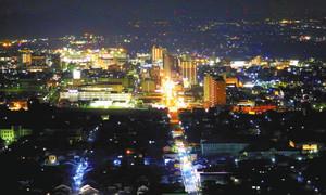 八幡山頂から望む近江八幡市街の夜景