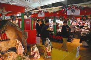 キリスト生誕の様子を再現した装飾=中部国際空港で
