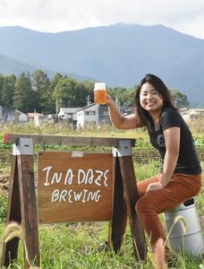 7日にクラフトビール醸造所兼ビアバーを開設する冨成さん=伊那市西箕輪で