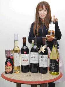 期間中に販売する塩尻市産のワイン=塩尻市で