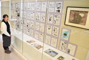 漫画家波津彬子さんの作品「雨柳堂夢咄雪華の箱」の原画が並ぶ会場=金沢市広坂の石川近代文学館で