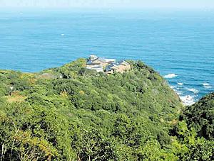 太平洋を望む岬の先に建つ「御宿ジ・アース」