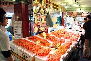 カニがオンパレードの日本海さかな街