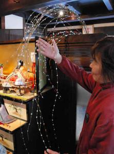 まつり初日で作る花ふところ餅=半田市中村町の市観光協会で