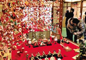 雛人形と雛のつるし飾り(雛の館で)