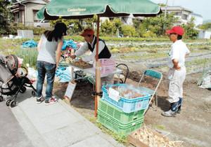 災害時の食料供給拠点としても、期待が高まっている「畑市」=静岡市葵区竜南地域で