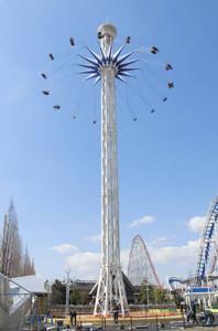 17日にオープンする国内最大級の回転ブランコ「スターフライヤー」=桑名市で