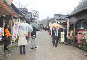 リニューアルオープンを迎える南信州かぶちゃん村=飯田市箱川で