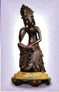 公開される本尊の金銅半跏思惟像