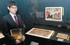 秀吉の人物像に迫る作品が並ぶ会場=富山市郷土博物館で