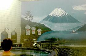 「地蔵湯」の富士山の絵は常連客からも好評だ