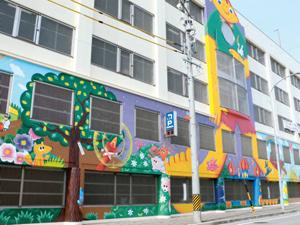 安城市営駐車場に描かれた南吉の壁画