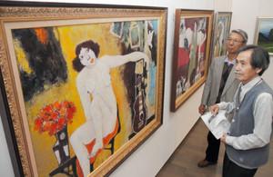 個性的な作品が並ぶ展示会場=金沢21世紀美術館で