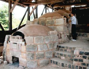 23年ぶりに改修された登り窯=能美市九谷焼陶芸館で