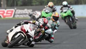 アジアロードレース選手権のインドネシア戦で力走するバイク(鈴鹿サーキット提供)