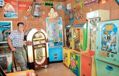 懐かしいゲームが並ぶ、ことし7月にオープンした別館=熱海市昭和町で