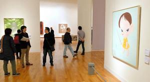戦後の愛知の絵画や彫刻などが並ぶ会場=名古屋・栄の県美術館で
