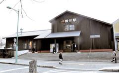 耐震工事が完了したJR掛川駅北口の木造駅舎=掛川市で