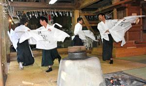 700年の伝統を持つ「御神楽祭り」=愛知県豊根村富山の熊野神社で(今年1月撮影)