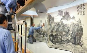 準備が進み、開幕を待つ「画人富岡鉄斎展」=富山市五福の県水墨美術館で
