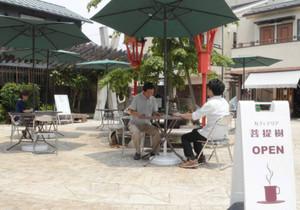 28日から営業開始する落ち着いた雰囲気のオープンカフェ=彦根市本町で