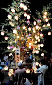 悪疫よけの伝統行事「清水のチョウチン祭り」=昨年、愛知県設楽町西納庫で
