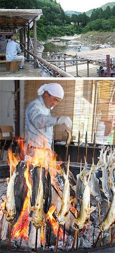 (上)清流・上村川の澄ケ瀬ヤナ (下)昔ながらの方法でじっくりと焼き上げるアユは絶品=いずれも岐阜県恵那市上矢作町下で