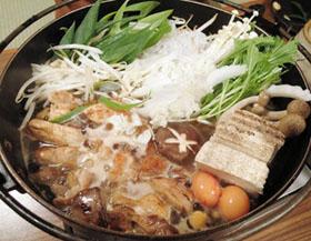 「旅荘 茶谷」のしゃも鍋=いずれも京都市左京区で