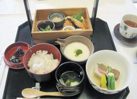 「山ばな平八茶屋」自慢の麦飯とろろと京料理