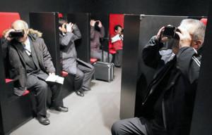 仮想現実技術を用いた撮影スタジオ体験コーナー=上田市の大河ドラマ館で