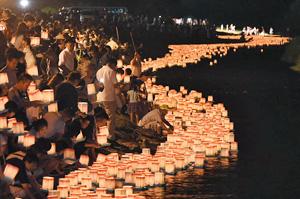 九頭龍フェスティバル・永平寺大燈籠(とうろう)ながし=昨年