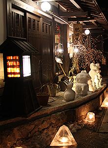 雪灯(あか)りの散歩路(みち)=昨年