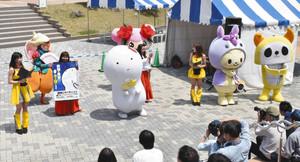 「JIMOキャラ総選挙」をPRするご当地キャラクターたち=豊田市秋葉町のとよたハウジングガーデンで